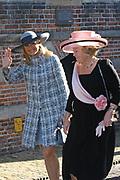 Zijne Hoogheid Prins Floris van Oranje Nassau, van Vollenhoven en mevrouw mr. A.L.A.M. Söhngen zijn donderdag 20 oktober in het stadhuis van Naarden in het burgelijk huwelijk getreden. De prins is de jongste zoon van Prinses Magriet en Pieter van Vollenhoven.<br /> <br /> 20OCT, 2005 - Civil Wedding Prince Floris and Aimée Söhngen. <br /> <br /> Civil Wedding Prince Floris and Aimée Söhngen in Naarden. The Prince is the youngest son of Princess Margriet, Queen Beatrix's sister, and Pieter van Vollenhoven. <br /> <br /> Op de foto / On the photo;<br /> <br /> <br /> Hare Koninklijke Hoogheid Prinses Máxima der Nederlanden en Hare Majesteit de Koningin Beatrix <br /> <br /> Her royal highness princess Máxima of the The Netherlands and Queen Beatrix