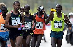 13-04-2014 NED: Marathon van Rotterdam<br /> De Keniaan Eliud Kipchoge (1) komt als eerste over de finish van de marathon van Rotterdam. De topfavoriet voor de zege finishte op de Coolsingel in 2.05.00. Koech (2) finishte als tweede en Robi als 4de