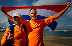 05-08-2012 WATERSPORT: OLYMPISCHE SPELEN 2012 RX-S MEDAL: WEYMOUTH<br /> Coach Aaron McIntosh (L) en zijn pupil Dorian van Rijsselberghe. De windsurfer kan het goud bij Londen 2012 niet meer mislopen. <br /> ©2012-FotoHoogendoorn.nl