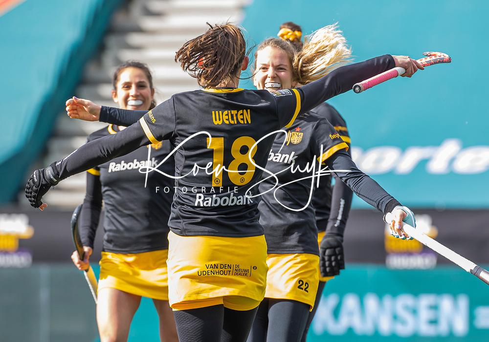 AMSTELVEEN - Maartje Krekelaar (DenBosch) heeft gescoord,  tijdens  de Euro Hockey League finale dames, HC Den Bosch-Club Campo de Madrid (5-0).  COPYRIGHT KOEN SUYK