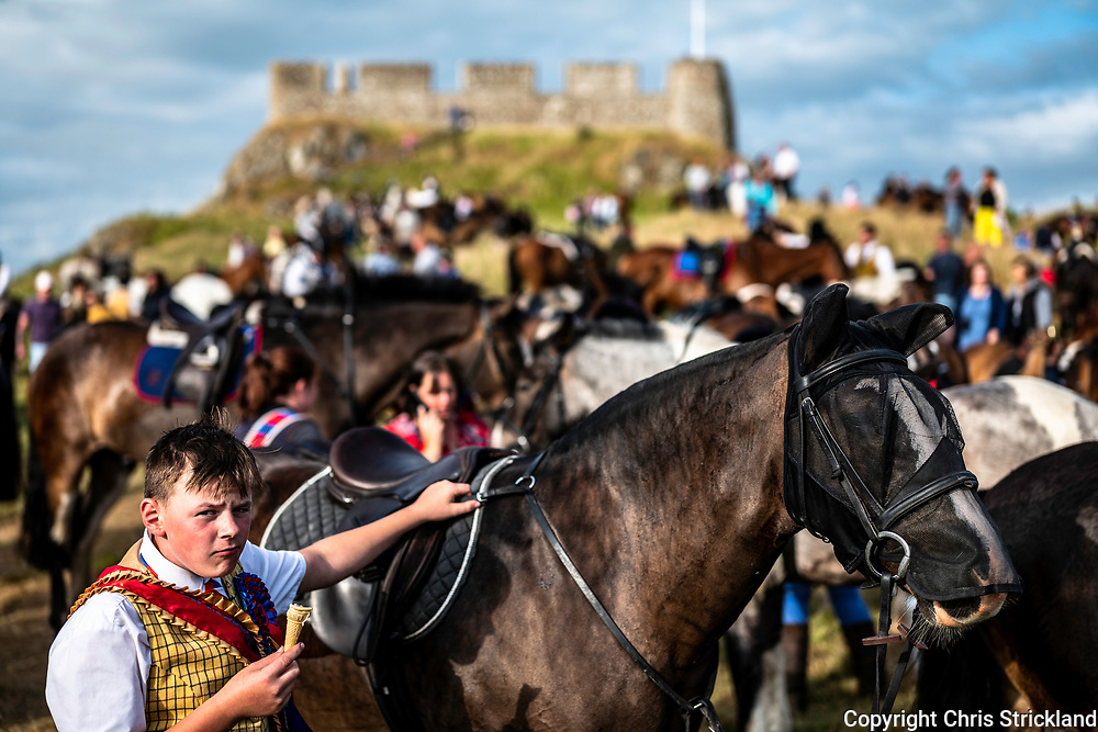 Kelso, Scottish Borders, UK. 17th July 2018. 200 horses rideout to the 12th century built Hume Castle, a 20 mile ride of the marches during Kelso Civic week celebrations.
