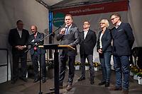 25 SEP 2017, BERLIN/GERMANY:<br /> Harald Christ, Schatzmeister SPD Wirtschaftsforum, Martin Schulz, SPD Parteivorsitzender, Thomas Oppermann, MdB, SPD, scheidender Fraktionsvorsitzender, Johannes Kahrs, MdB, SPD, Sprecher Seeheimer Kreis, Dagmar Ziegler, MdB, SPD, Sprecherin Seeheimer Kreis, Carsten Schneider, MdB, SPD, Sprecher Seeheimer Kreis, (v.L.n.R.), Gartenfest des Seeheimer Kreises der SPD, Garten der Deutsche Parlamentarischen Gesellschaft<br /> IMAGE: 20170925-01-122<br /> KEYWORDS: Sommerfest, Rede, Speech