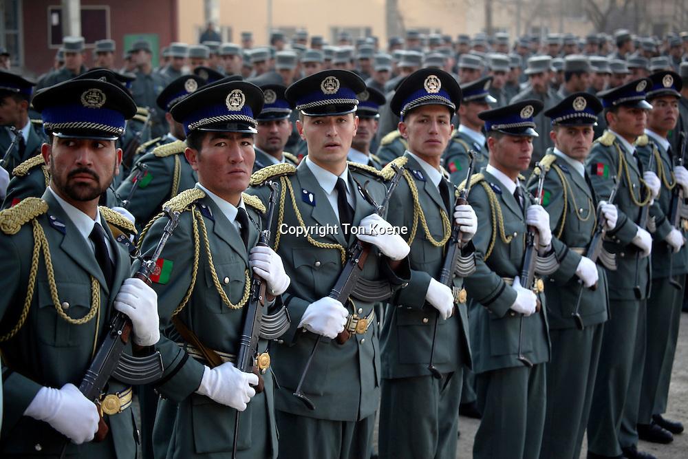 diploma-uitreiking van nieuwe politie recruten in Kabul, Afghanistan. Foto: Ton Koene