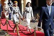 Officieel bezoek Jordanie aan Nederland - Dag 2<br /> <br /> Jordaans koningspaar vertrekt na bezoek in de Tweede Kamer<br /> <br /> Official visit Jordan to the Netherlands - Day 2<br /> <br /> Jordanian royal couple leave after visiting the Parlement<br /> <br /> Op de foto / On the photo:  koningin Rania met koningin Maxima / Queen Rania with Queen Maxima