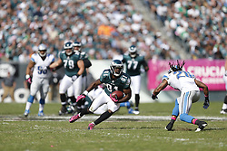 Philadelphia Eagles wide receiver Jason Avant (81) carries the ball during the NFL game between the Detroit Lions and the Philadelphia Eagles on Sunday, October 14th 2012 in Philadelphia. The Lions won 26-23 in Overtime. (Photo by Brian Garfinkel)