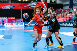Dione Housheer of Netherlands, Antje Lauenroth of Germany during the Women's EHF Euro 2020 match between Netherlands and Germany at Sydbank Arena on december 14, 2020 in Kolding, Denmark (Photo by RHF Agency/Ronald Hoogendoorn)