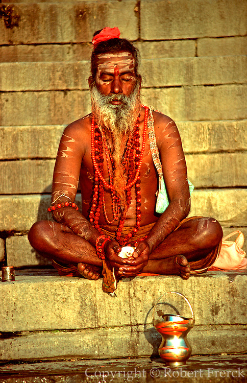 INDIA, RELIGION, HINDUISM Portrait of Sadhu or Hindu holy man in Benares at the sacred Ganges River