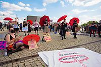 DEU, Deutschland, Germany, Berlin, 02.06.2021: Kundgebung auf dem Washingtonplatz anlässlich des Internationalen Hurentags - für die Entkriminalisierung, gesellschaftliche Entstigmatisierung und Entdiskriminierung von Sexarbeit sowie für die Rechte, Freiheiten und den Schutz von Sexarbeitenden.