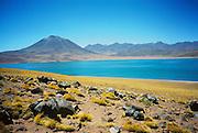 Volcanes Miscanti y Miñiques / desierto de Atacama, Chile.