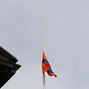 NLD/Amsterdam/20130430 - Inhuldiging Koning Willem - Alexander, vlag word gehesen