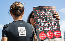 31.07.2016, Copacabana, Rio de Janeiro, BRA, Rio 2016, Olympische Sommerspiele, Vorberichte, im Bild Demonstranten // protesters during preparation for the Rio 2016 Olympic Summer Games at the copacabana in Rio de Janeiro, Brazil on 2016/07/31. EXPA Pictures © 2016, PhotoCredit: EXPA/ Johann Groder