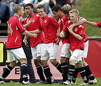 Fotball<br /> Landskamp G15<br /> Sverige v Norge 0:3<br /> Arvika<br /> 23.09.2010<br /> Foto: Morten Olsen, Digitalsport<br /> <br /> Norge jubler for scoring