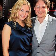 NLD/Amsterdam/20101103- Filmpremiere Sint de film, Cas Jansen en partner Annelieke Bouwers