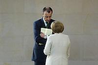 11 MAY 2006, BERLIN/GERMANY:<br /> Friedrich Merz (L), CDU, MdB, und Angela Merkel (R), CDU, Bundeskanzlerin, im Gespraech, waehrend der Bundestagsdebatte nach der Regierungserklaerung der Bundeskazlerin zur Europa-Politik, Plenum, Deutscher Bundestag<br /> IMAGE: 20060511-01-045<br /> KEYWORDS: Gespräch