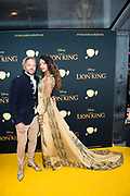 Nederlandse galapremiere van de Disney-klassieker Lion King in Pathe Tuschinski, Amsterdam.<br /> <br /> Op de foto:  Tommie Christiaan met vriendin Jamie Dors
