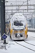 Een dubbeldekker staat vast op Utrecht CS in de sneeuw. Ondanks alle voorzorgsmaatregelen met een speciale dienstregeling, lukt het de NS en ProRail niet om de treinen vanuit Utrecht goed te laten rijden.<br /> <br /> A train is standing in the snow at Utrecht CS.  In spite of al the precautions the Dutch railways are having a lot of problems with the snowfall this winter.