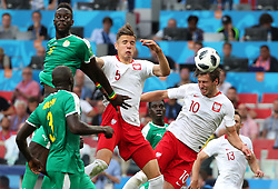 MOSCOW, June 19, 2018  Grzegorz Krychowiak (R top) of Poland heads to score during a Group H match between Poland and Senegal at the 2018 FIFA World Cup in Moscow, Russia, June 19, 2018. (Credit Image: © Ye Pingfan/Xinhua via ZUMA Wire)