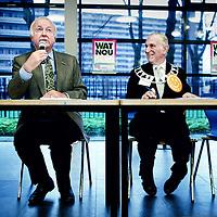 Nederland, Amsterdam , 29 november 2009..Cordaan, een grote zorgaanbieder in Amsterdam e/o, kwam recent meermaals negatief in het nieuws. Niet zomaar, zo blijkt. Er werden meldpunten opgezet door derden. Een groep cliënten, verwanten en medewerkers van Cordaan heeft vervolgens de handen ineen geslagen om tot actie te komen..Om 15.00 uur willen wij, een groep bezorgde cliënten, verwanten en .werknemers van Cordaan, plannen presenteren voor betere zorg en een betere werkomgeving bij Cordaan tijdens een bijeenkomst in Nova College Amsterdam. .Er wordt een manifest openbaar gemaakt en er komen diverse sprekers. .Op de foto Fré Jansen (voorzitter Raad van Bestuur na het ondertekenen van het manifest aan het woord.Naast hem Nelis. .Foto:Jean-Pierre Jans