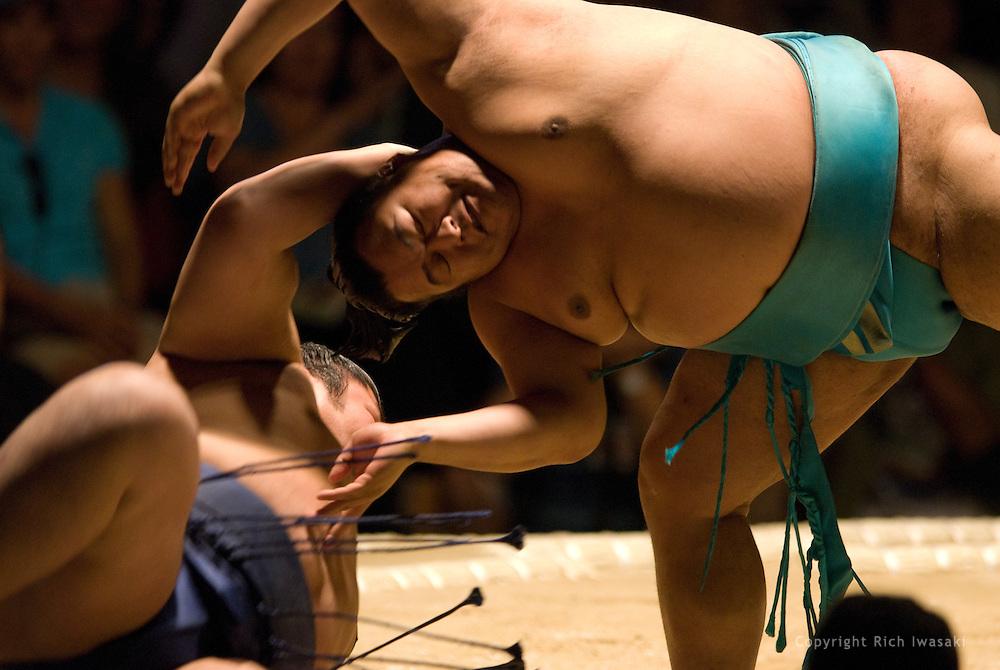 Toyonoshima (right) throws Kotomitsuki to win the second round of Day 2 of Grand Sumo Tournament Los Angeles 2008, Los Angeles Sports Arena, Los Angeles, California