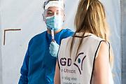 Coronateststraat in Utrecht om ervoor te zorgen dat iedereen in het Gooi zich kan laten testen op het coronavirus.
