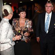 NLD/Mijdrecht/20070901 - Modeshow Jaap Rijnbende najaar 2007, minister Rita Verdonk, partner Peter Willems in gesprek met Janni van Pernis