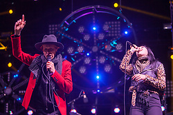 Alexis Krauss and Beck duet a Beck song at Treasure Island Music Festival - 10/20/13