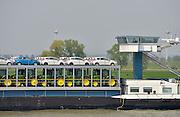 Nederland, Waal, 8-6-2013binnenvaartschip, autovervoer op de waal, rijn, richting Rotterdam. tractors,tractoren,tractor,trekker,trekkers van het merk John Deere, personenautos van Ford.Foto: Flip Franssen/Hollandse Hoogte