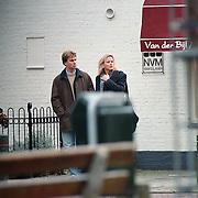 Fred Reuter en waarschijnlijk vriendin Monique winkelend in Laren