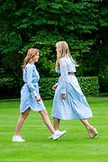 Zomerfotosessie 2020 bij Paleis Huis ten Bosch in Den Haag<br /> <br /> Summer photo session 2020 at Palace Huis ten Bosch in The Hague<br /> <br /> Op de foto / On the photo: Prinses Amalia / Princess Amalia<br /> <br /> Prinses Alexia / Princess Alexia