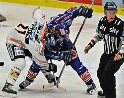 23.02.2010, Stadthalle, Villach, AUT, EBEL, EC VSV vs EHC Black Wings Linz, im Bild Philipp Lukas, 21, Jonathan Ferland, 86, VSV, EXPA Pictures © 2010, PhotoCredit: EXPA/ H. Sobe / for Slovenia SPORTIDA PHOTO AGENCY.