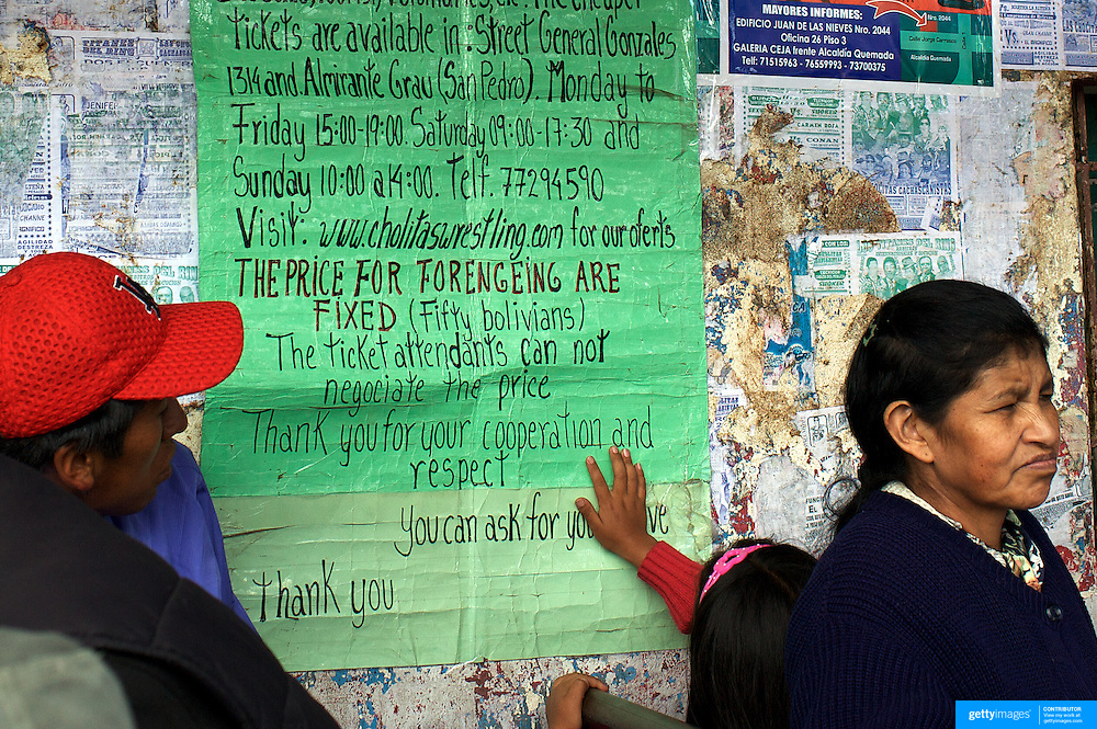 The sign for tourists, who are priced differently than locals, at the El Alto Multifunctional Centre, Bolivia where the 'Titans of the Ring' wrestling group perform each Sunday. The wrestling group includes the fighting Cholitas, a group of Indigenous Female Lucha Libra wrestlers who fight the men as well as each other for just a few dollars appearance money. El Alto, Bolivia, 17th January 2010. Photo Tim Clayton