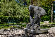 05-05-2020: Nijeholtpade, Weststellingwerf - Beeld Takkemaeker van beeldhouwer Hans van Coevorden