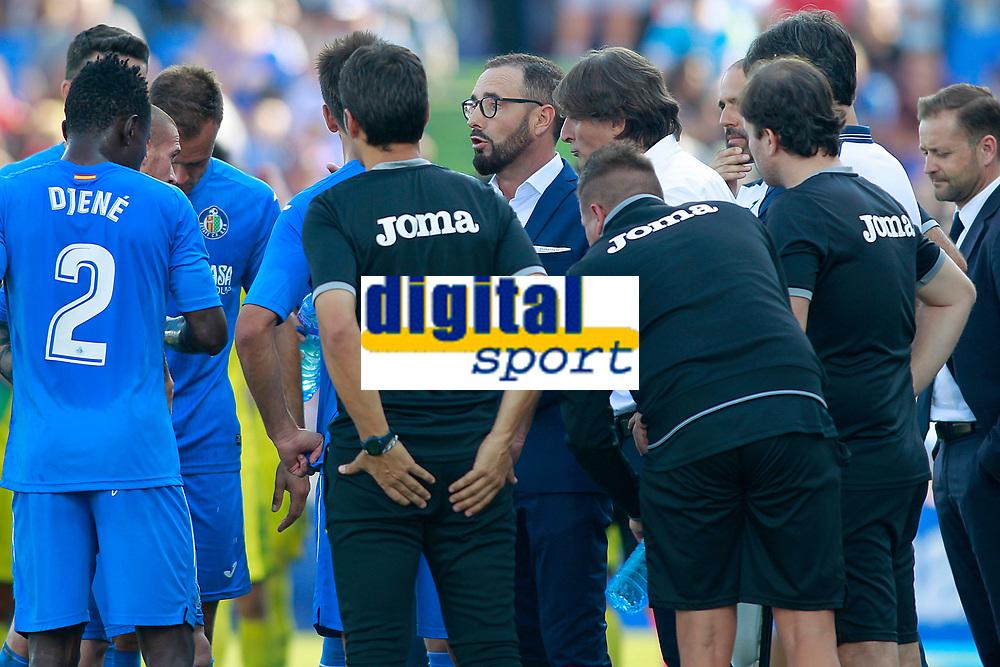 Getafe CF's coach coach Jose Bordalas with his players during cooling break during La Liga match. September 24,2017. (ALTERPHOTOS/Acero)