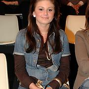 NLD/Hilversum/20070309 - 9e Live uitzending SBS Sterrendansen op het IJs 2007, Roxanne Hazes op de tribune