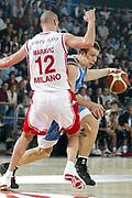 DESCRIZIONE : ROMA CAMPIONATO LEGA A1 2004-2005<br />GIOCATORE : ROCCA<br />SQUADRA : POMPEA NAPOLI<br />EVENTO : CAMPIONATO LEGA A1 2004-2005<br />GARA : ARMANI JEANS MILANO-POMPEA NAPOLI<br />DATA : 23/10/2004<br />CATEGORIA : Palleggio<br />SPORT : Pallacanestro<br />AUTORE : Agenzia Ciamillo-Castoria/E.Pozzo