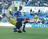 Fotball<br /> England 2004/2005<br /> Foto: SBI/Digitalsport<br /> NORWAY ONLY<br /> <br /> Reading v Watford <br /> Coca Cola Championship. 26/12/2004<br /> <br /> Watfords Jay Demerit puts a high tackle into Readings Ibrahima Sonko