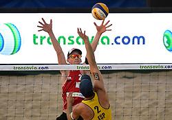 18-07-2014 NED: FIVB Grand Slam Beach Volleybal, Scheveningen<br /> Knock out fase - Robert Meeuwsen (2) NED, Adrian Gavira Collado (2) ESP