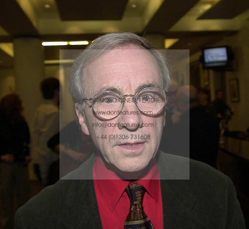 Actor ANDREW SACHS at a reception in London on 22nd February 2000.OBH 62