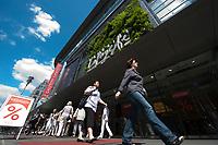 07 JUL 2010, BERLIN/GERMANY:<br /> Galeries Lafayette, das franzeosische Kaufhaus, Friedrichstrasse, Berlin<br /> IMAGE: 20100707-03-005<br /> KEYWORDS: französisches Kaufhaus