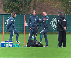 26.10.2014, Weserstadion, Bremen, GER, 1. FBL, Werder Bremen, Training, im Bild von links, Torsten Frings (Co-Trainer SV Werder Bremen), Florian Kohfeldt (Co-Trainer SV Werder Bremen) und Viktor Skripnik (Cheftrainer SV Werder Bremen), hier mit Holger Berger (Sport-Physiotherapeut SV Werder Bremen) // during a Training of German Bundesliga Club SV Werder Bremen at the Weserstadion in Bremen, Germany on 2014/10/26. EXPA Pictures © 2014, PhotoCredit: EXPA/ Andreas Gumz<br /> <br /> *****ATTENTION - OUT of GER*****