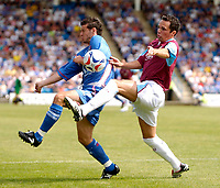 Photo: Daniel Hambury.<br />Gillingham v West Ham United. Pre Season Friendly. 29/07/2006.<br />West Ham's Matthew Etherington and Gillingham's Gary Mulligan battle.