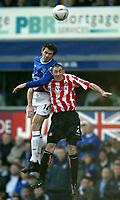 Fotball<br /> FA-cup 2005<br /> Everton v Sunderland<br /> 29. januar 2005<br /> Foto: Digitalsport<br /> NORWAY ONLY<br /> Kevin Kilbane of Everton jumps for a header with Stephen Wright of Sunderland