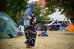THEMENBILD - Asyl-Erstaufnahmezentrums in Traiskirchen. Aufgenommen am 18.08.2015 in Traiskirchen, Österreich // asylum processing centre in Traiskirchen. Austria on 2015/08/18. EXPA Pictures © 2015, PhotoCredit: EXPA/ Michael Gruber