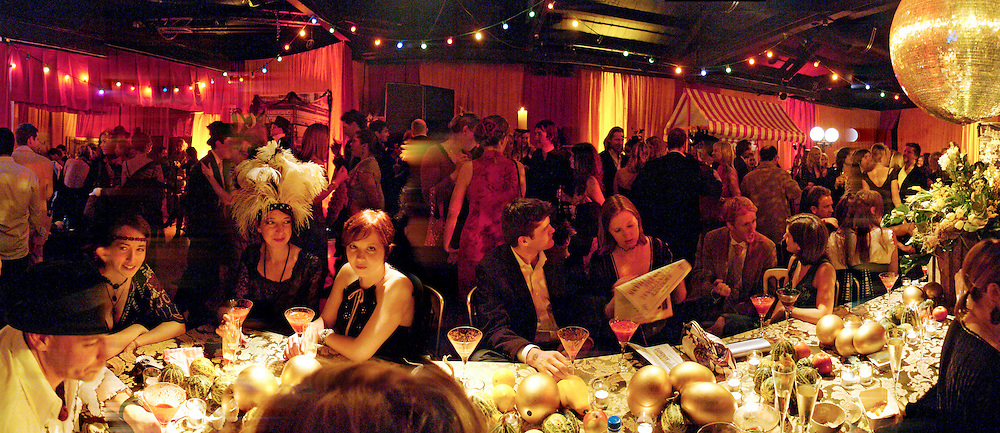 21 st Century Burlesque Extravaganza in aid of Amnesty. Canvas. goods Way. Kings Cross. 25 November 2004. SUPPLIED FOR ONE-TIME USE ONLY> DO NOT ARCHIVE. © Copyright Photograph by Dafydd Jones 66 Stockwell Park Rd. London SW9 0DA Tel 020 7733 0108 www.dafjones.com