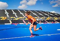 LONDEN -  Lidewij Welten tijdens de training in het Lee Valley Hockeystadium bij het  wereldkampioenschap hockey voor vrouwen. Het Nederlands elftal maakt zich op voor de kwartfinale . COPYRIGHT KOEN SUYK