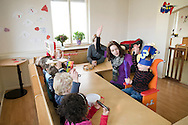 """Nederland, Herpen, 20090128...Zingen voor een jarig jongentje. Handen in de lucht. verjaardag. jarig zijn...Kinderopvang 'Op de boerderij' in Herpen...""""OP DE BOERDERIJ"""" kinderopvang..is gevestigd bij een vleesveebedrijf te Herpen...De verjaardag wordt gevierd. Het jongentje wordt drie jaar....Netherlands, Herpen, 20090128. ..Singing for a boy who has its birthday. Hands in the air. ..Childcare on the farm in Herpen. ..""""ON THE FARM"""" childcare ..is located at a beef farm in Herpen...Happy birthday    .."""