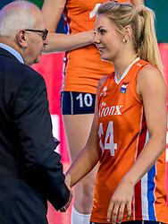 01-10-2017 AZE: Final CEV European Volleyball Nederland - Servie, Baku<br /> Nederland verliest opnieuw de finale op een EK. Servië was met 3-1 te sterk / Laura Dijkema #14 of Netherlands, Nico Hoeben
