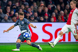 12-12-2018 NED: Champions League AFC Ajax - FC Bayern Munchen, Amsterdam<br /> Match day 6 Group E - Ajax - Bayern Munchen 3-3 / Joshua Kimmich #32 of Bayern Munich, Donny van de Beek #6 of Ajax