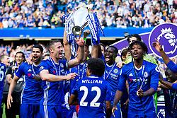 Gary Cahill celebrates as Chelsea celebrate winning the 2016/17 Premier League - Rogan Thomson/JMP - 21/05/2017 - FOOTBALL - Stamford Bridge - London, England - Chelsea v Sunderland - Premier League..