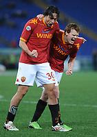 Fotball<br /> Italia<br /> Foto: Inside/Digitalsport<br /> NORWAY ONLY<br /> <br /> luca toni e john arne riise esultano a fine gara (roma)<br /> <br /> 09.01.2010<br /> Roma v Chievo 1-0
